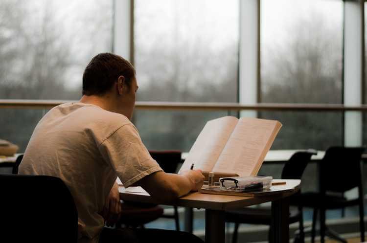 סטודנטים עבודות אקדמיות תרגום סיכום