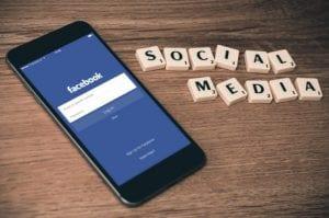 טלפון סלולרי פייסבוק מדיה חברתית