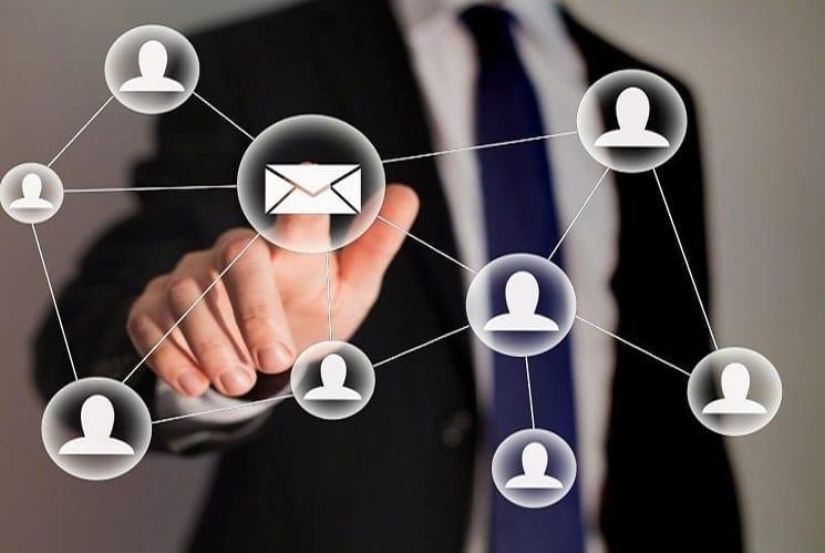כתיבת תוכן אנשי קשר מייל