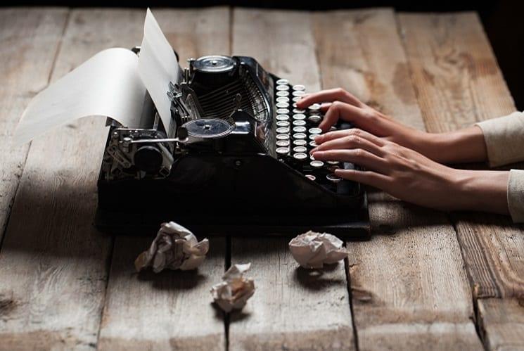 כתיבת תוכן עברית אנגלית