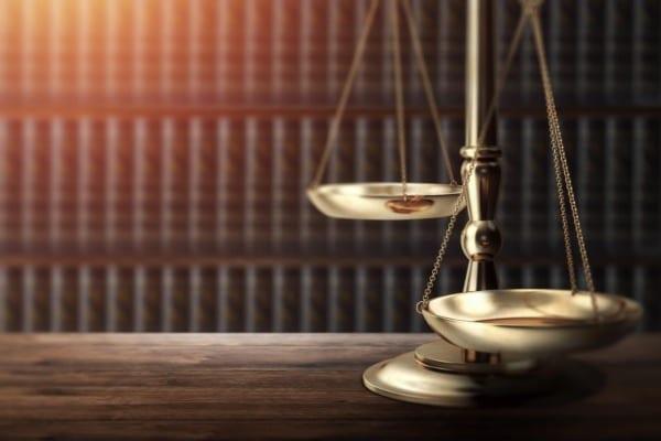בכתיבת עבודה אקדמית בתחום המשפטים חשוב להתמקד בנושא של העבודה.