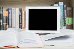 בדרך כלל, הוצאה לאור ספר דיגיטלי באמזון כוללת שלבים הבאים: תרגום הספר לאנגלית, עריכה, הפקה, השקה וקידום.