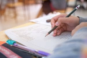 בנוסף לעזרה עם הנחיות לכתיבת עבודה סמינריונית, נשמח לעזור לכם עם כתיבת העבודה!